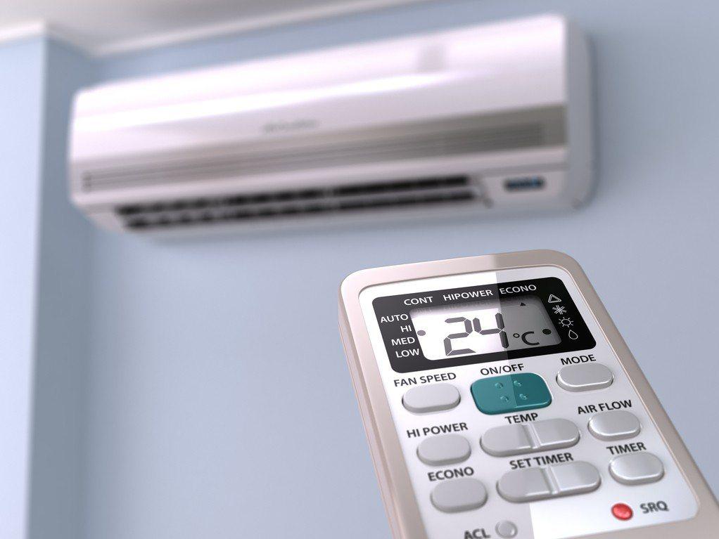 網友租屋住了12年沒有冷氣,只靠電風扇度日,於是詢問網友是否有推薦的水冷扇或移動...