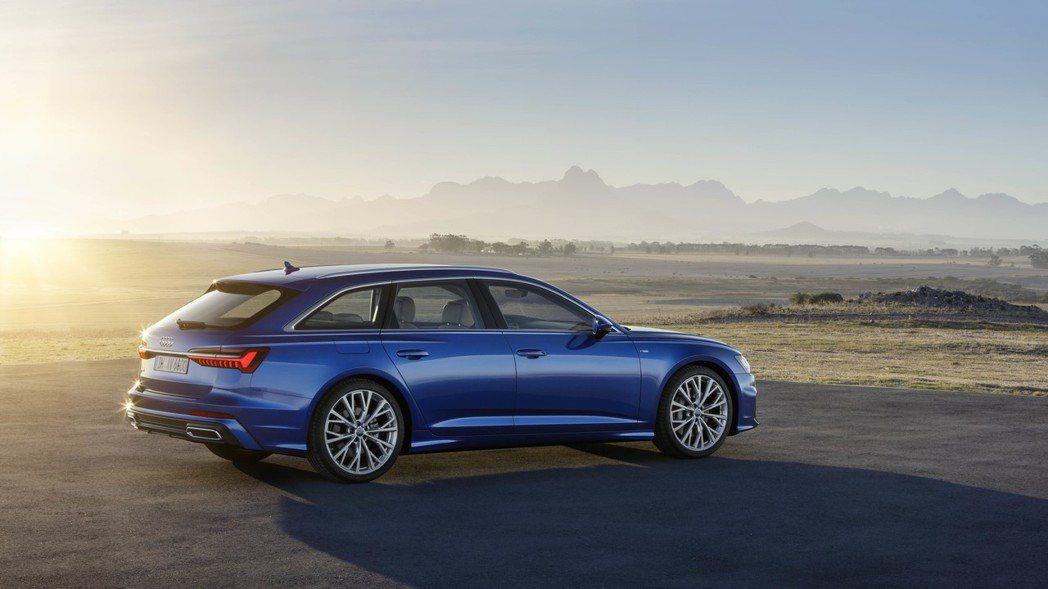 The new Audi A6 Avant極為傾斜的D柱角度也帶來流線的動感氣息...