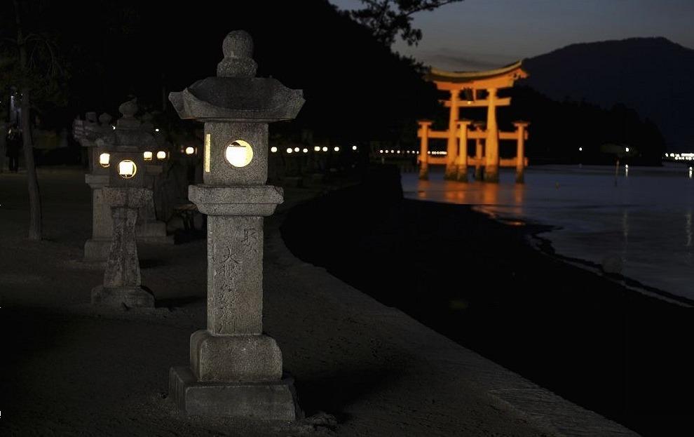 京都內的某一神社曾經發出一份兼職工作,一個晚上就可賺足5萬日幣的酬金,但必須深入...