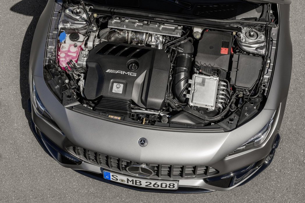 Mercedes-AMG全新開發代號M139的2.0升四缸雙渦流渦輪增壓引擎,性...