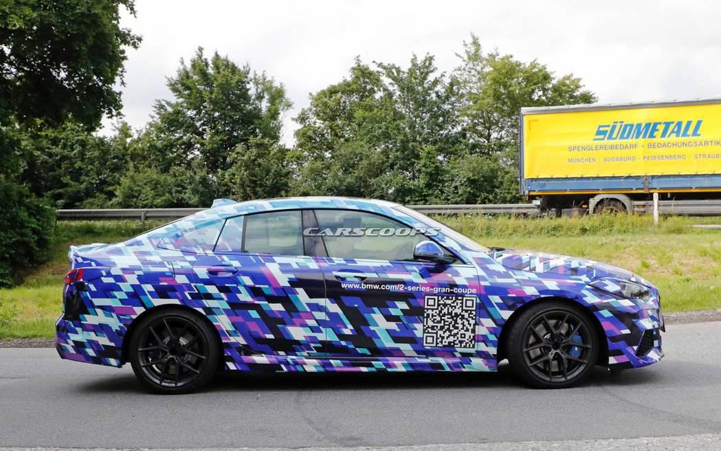 全新BMW 2 Series Gran Coupe最新偽裝車。 摘自Carsco...