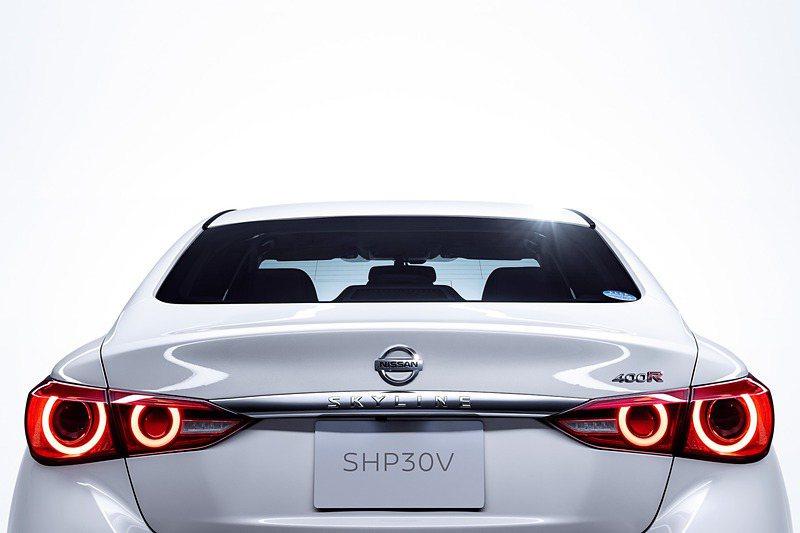 代表Skyline車系的四圓尾燈再度回歸。 摘自Nissan