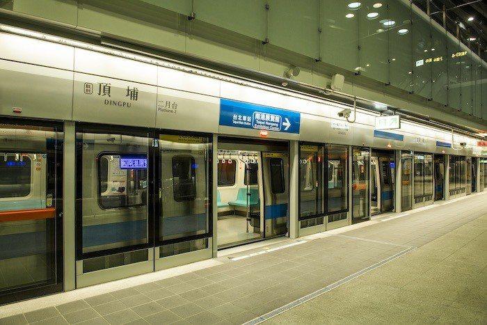 捷運板南線頂埔站,輕鬆悠遊大台北,快速又便捷。 圖/業者提供
