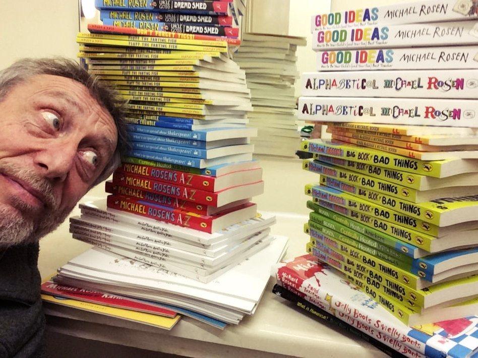 麥克.羅森(Michael Rosen)在單人詩歌秀上的表演,被沃克童書出版社總...