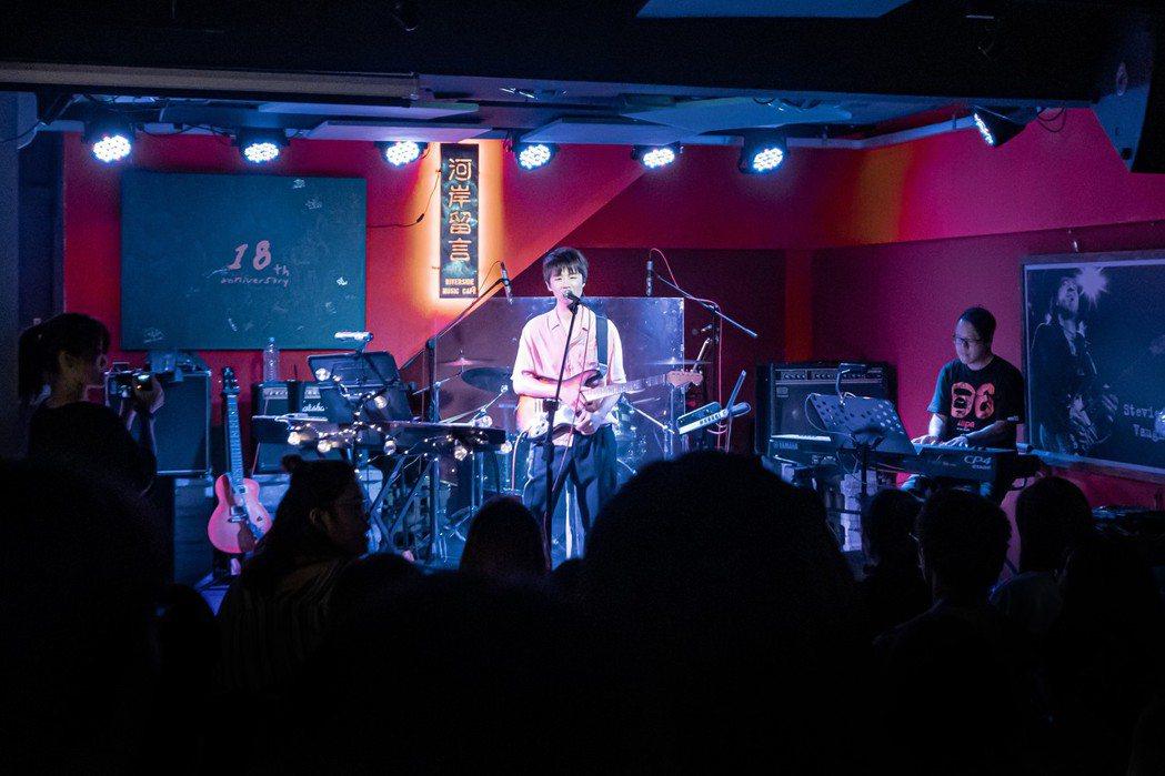 「io樂團」團長兼吉他手陳思翰舉辦個人音樂會。圖/艾歐音樂提供