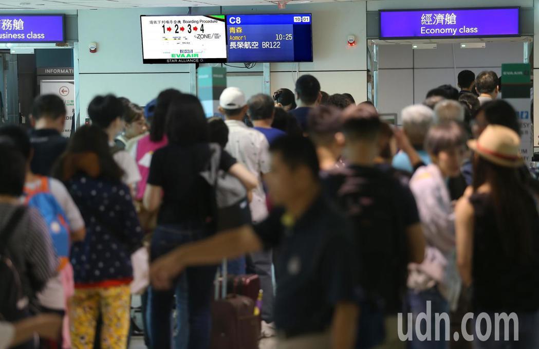 長榮航空公司17日開闢桃園往返日本青森定期航線。記者陳嘉寧/攝影