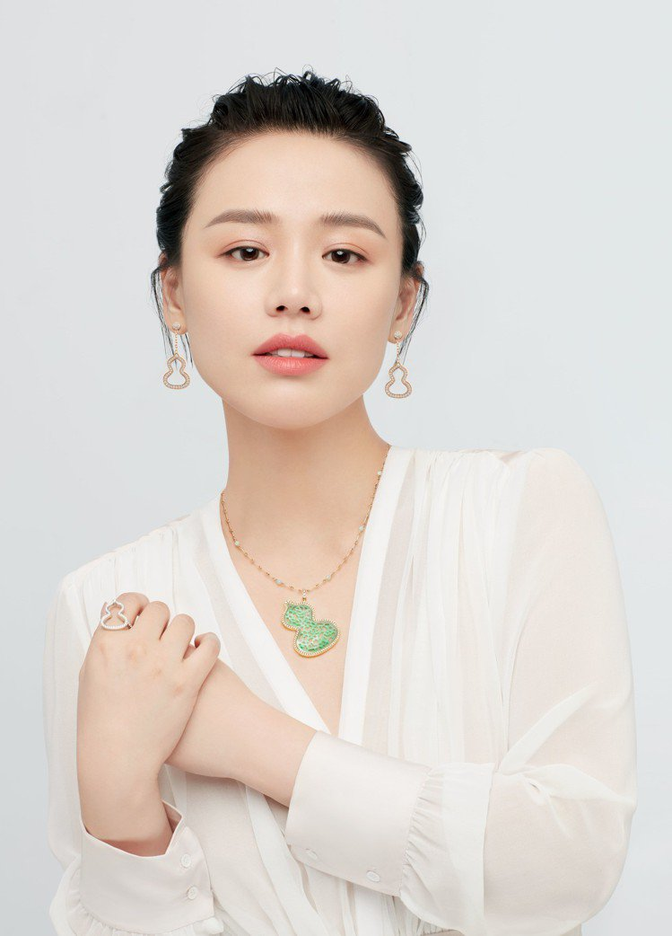 Qeelin全新品牌代言人馬思純佩戴限量版Wulu Jade項鍊。圖/Qeeli...