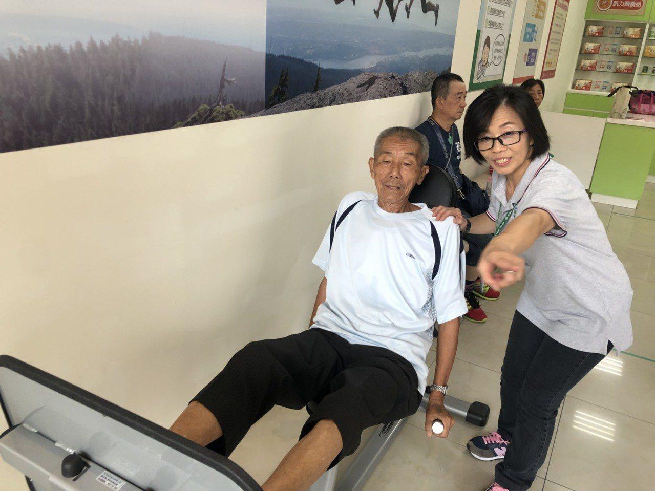 全國第一家「老人健身房」,在嘉義市成立。記者李承穎/攝影