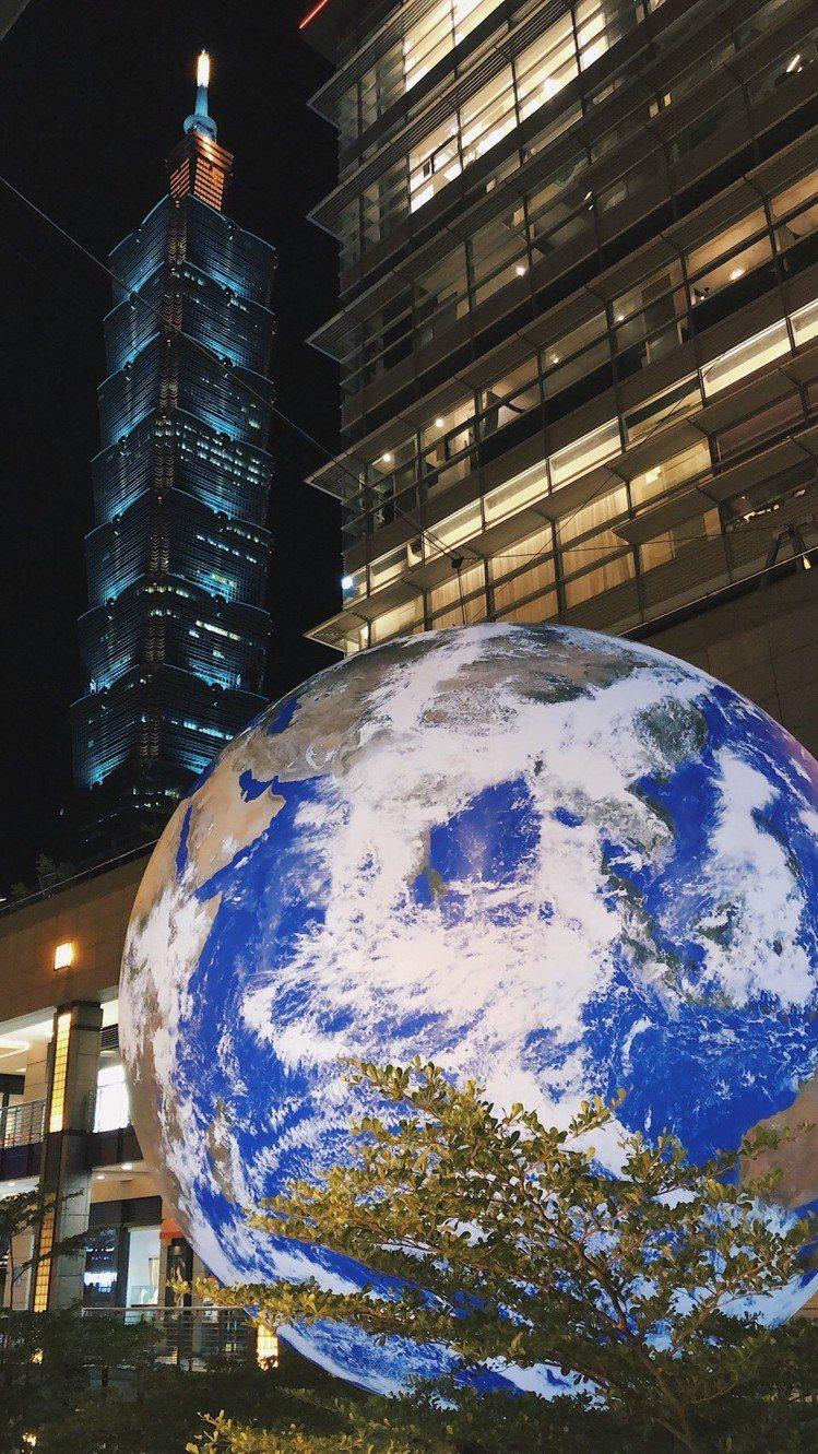 出現台北信義區香堤大道的「蓋亞」(Gaia)。圖/讀者提供