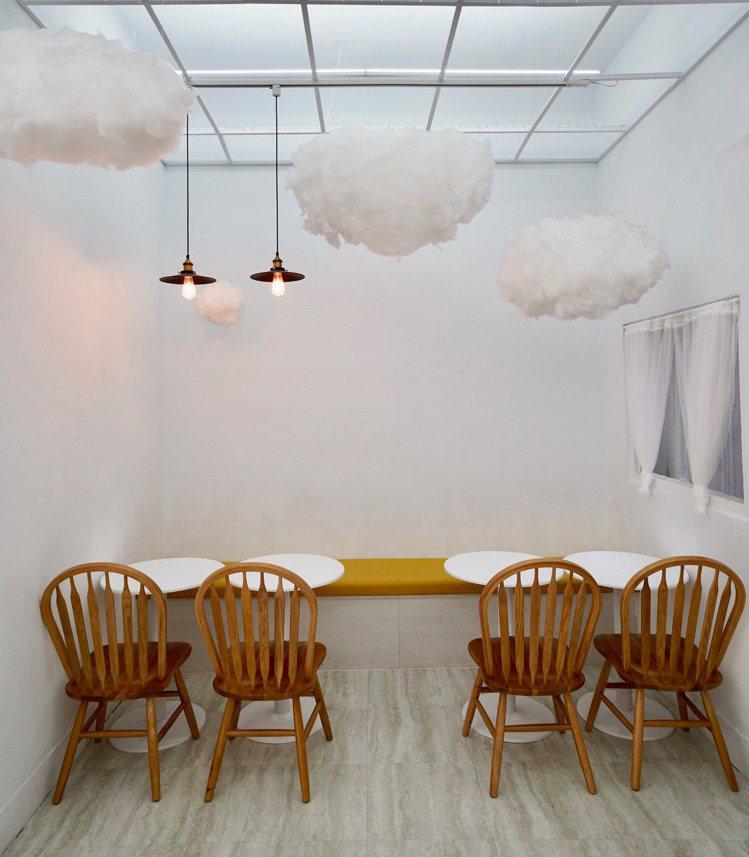 「咕嗼咖啡」空間舒適簡潔。圖/咕嗼咖啡提供