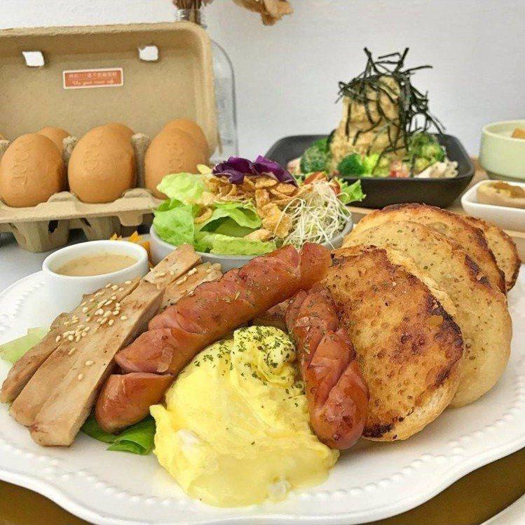 「凱薩圓舞曲」早午餐很豐盛。圖/IG @77___foodie提供
