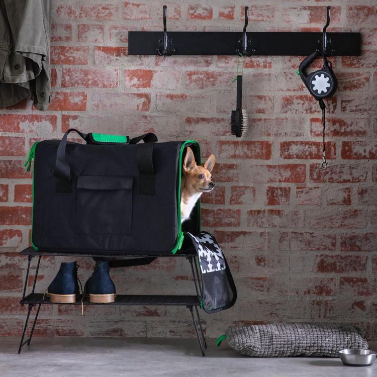 LURVIG寵物旅行袋(黑色),原價899元、特價449元。圖/IKEA提供