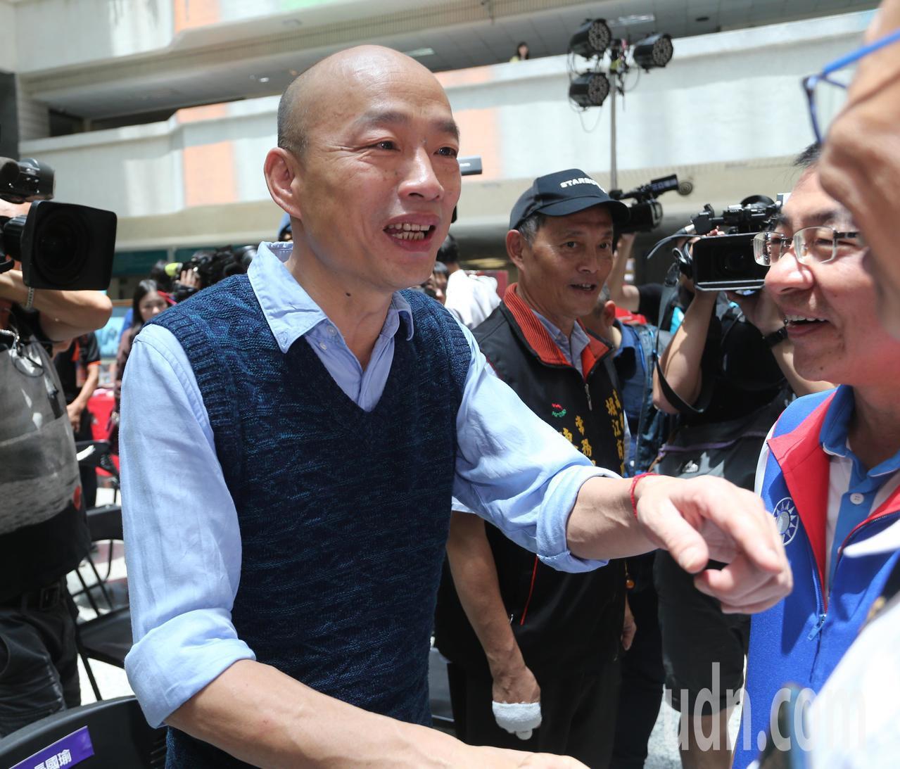 丹娜絲颱風發布陸上颱風警報,南部未來可能會出現豪雨,高雄市長韓國瑜要求市府團隊做...