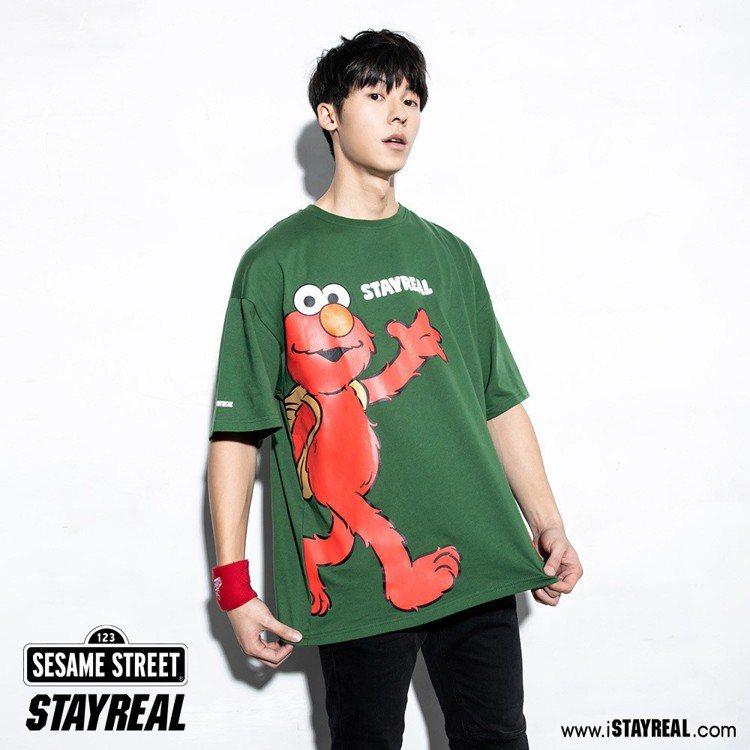 Elmo來了寬版T恤(綠),售價1,480元。圖/STAYREAL提供