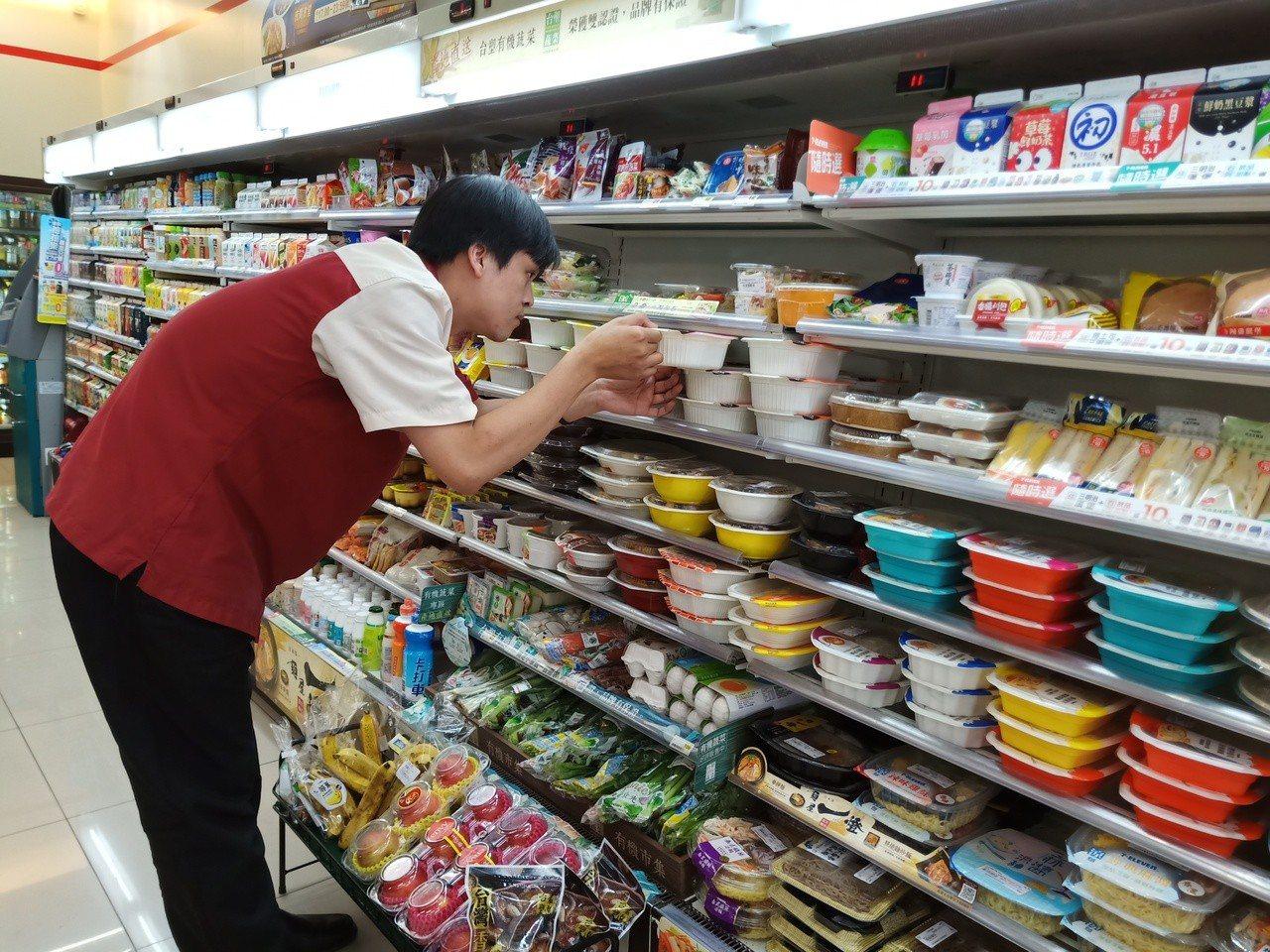 7-ELEVEN門市颱風備戰,增加食品備貨量。圖/7-ELEVEN提供