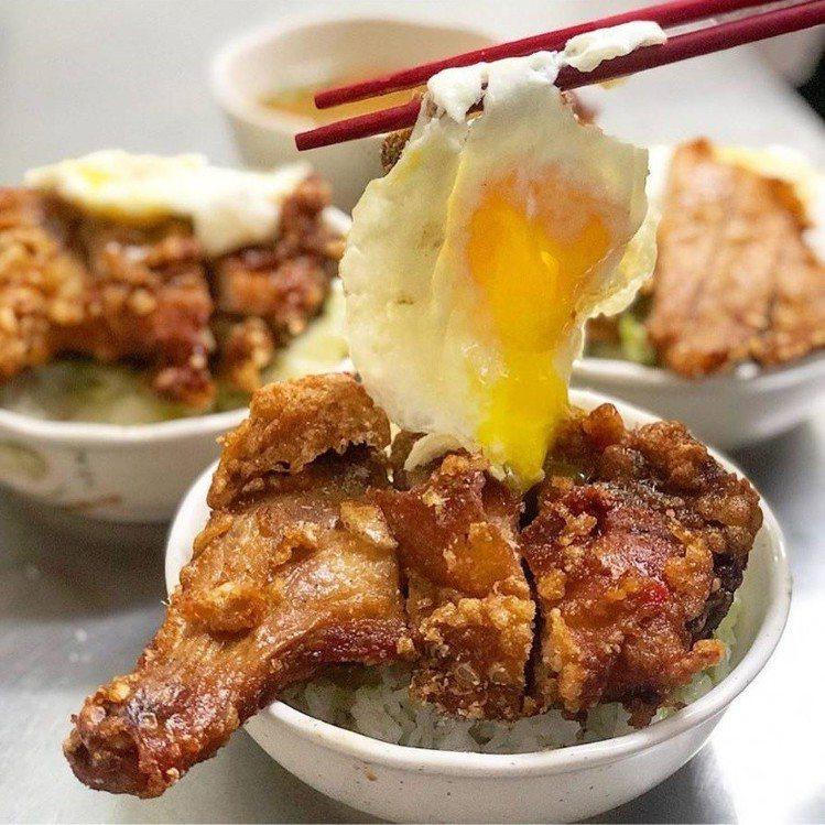 「味津排骨大王」網友推雞腿飯加上滑嫩荷包蛋。圖/FB/Blog:舞食旅台灣。...