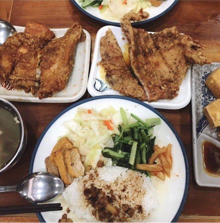 「玉林雞腿大王」是西門町知名雞腿飯老店。IG@wongpocketlist提供
