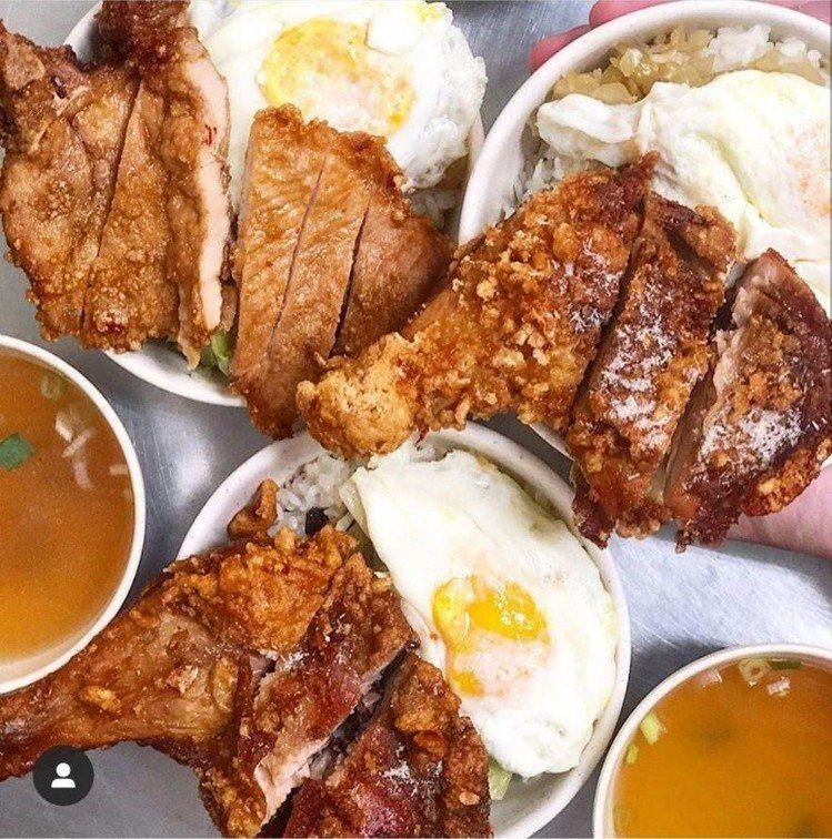 「味津排骨大王」排骨雞腿都好吃。圖/FB/Blog:舞食旅台灣。amos的走...