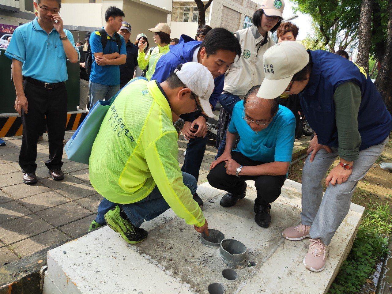 為降低傳播風險,高雄市防疫團隊今持續在路竹區展開登革熱聯合大掃蕩,也提醒民眾颱風...