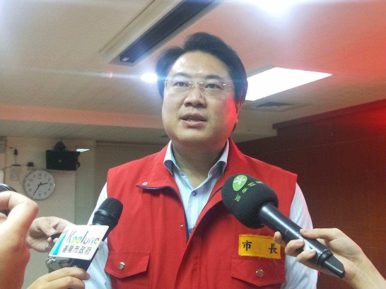 基隆市政府今晚8點宣布, 由於明天風雨未達停班停課標準,基隆與台北、新北三市共同...