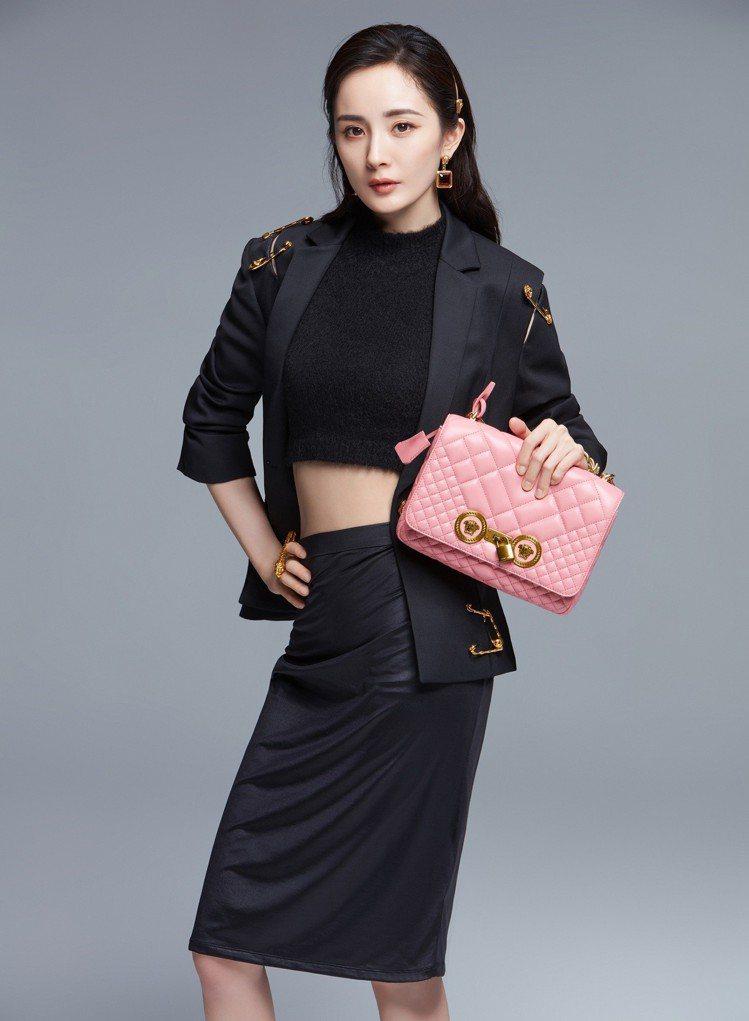 義大利時尚品牌Versace日前宣布楊冪成為品牌首位中國代言人。圖/Versac...