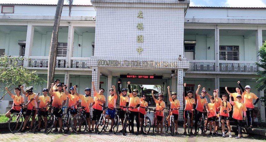 台南市左鎮國中師生團隊23人,完成7天單車環島挑戰。圖/左鎮國中提供