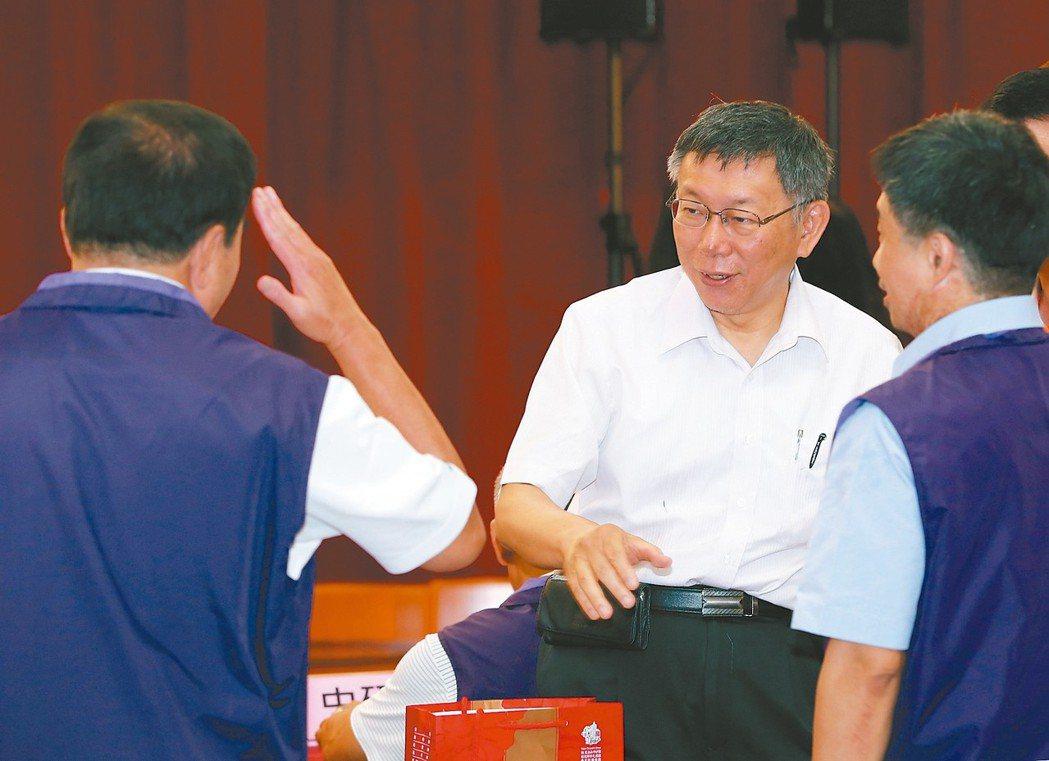 對於台北市長柯文哲「台灣明末論」,總統蔡英文回嗆常常聽不懂柯在講什麼;柯文哲昨則...