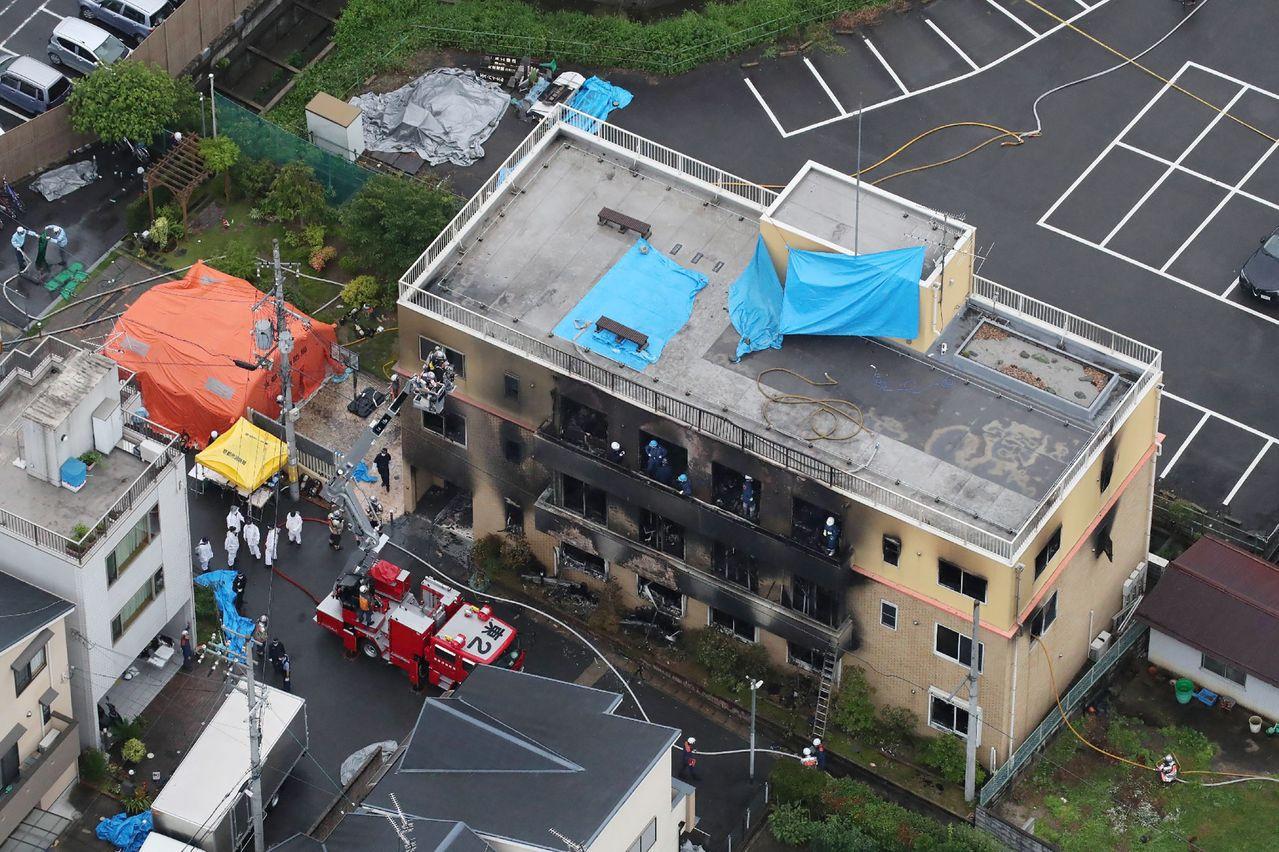 日本知名動畫製作公司「京都動畫」遭人縱火,至晚間6時為止,死亡人數已增至16人。...