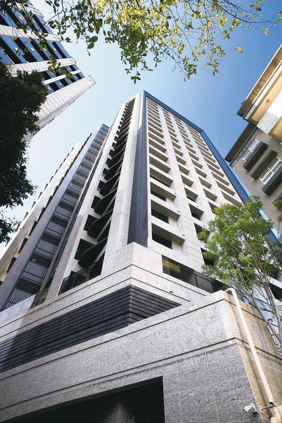 「中正晏京」超越豪宅規格,結構採用通過日本國家認證的LRB隔震工法。 業者/提供