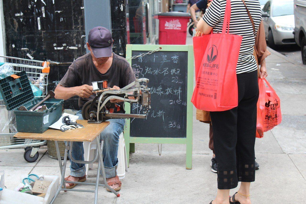 華裔移民在美國從事各行各業的工作,只為了圓美國夢。 記者劉大琪攝影