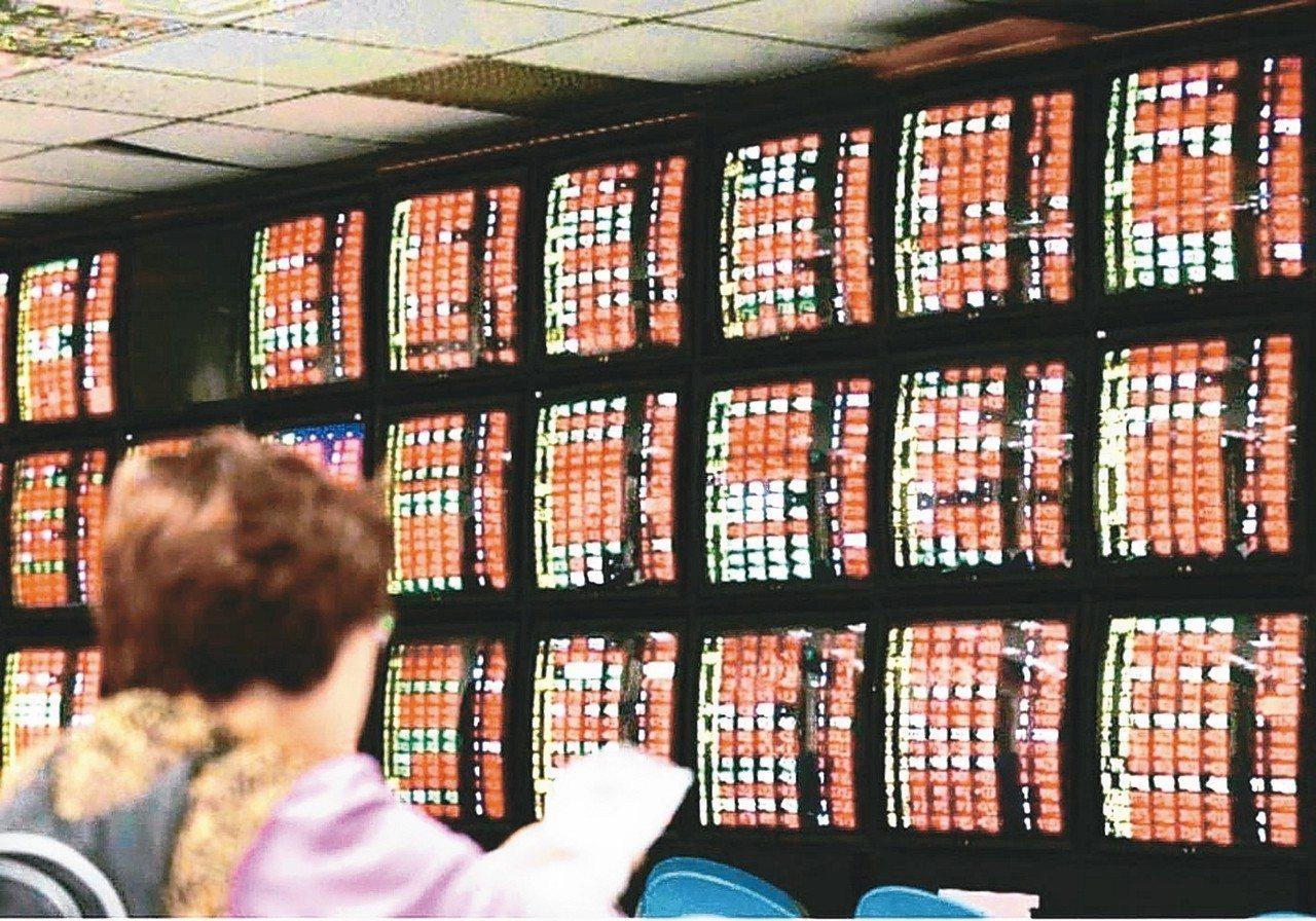 私人之間出讓或是買賣未上市、未上櫃股票,報繳的義務主要是落在買方身上。 圖╱聯合...