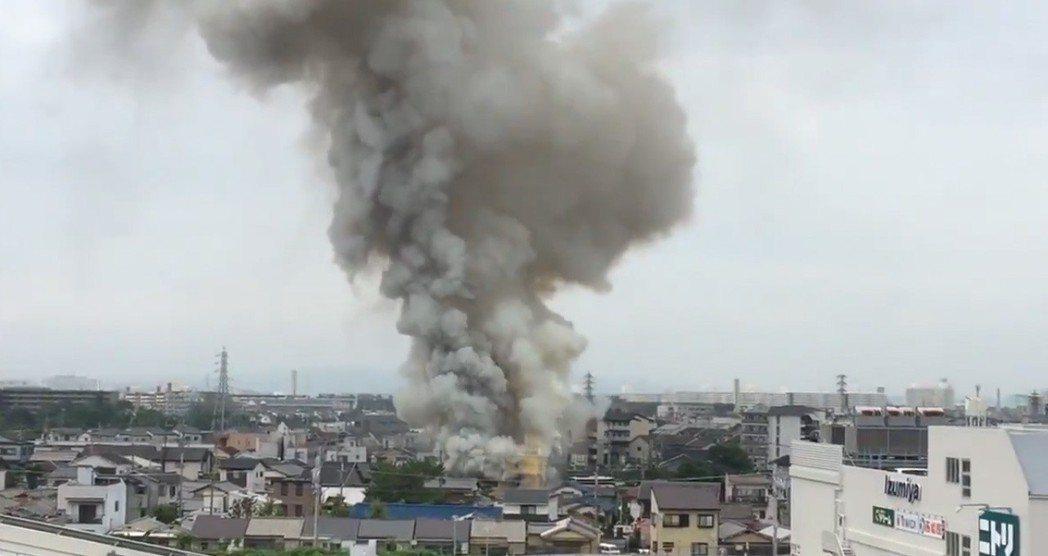 日本動畫製作公司「京都動畫」位於京都市伏見區的工作室今天傳出火警,建築物幾乎全毀...