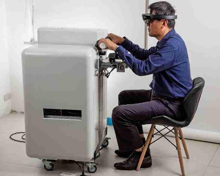 天慶醫療儀器公司結合機器人與VR軟體的混合實境復健系統。 業者/提供