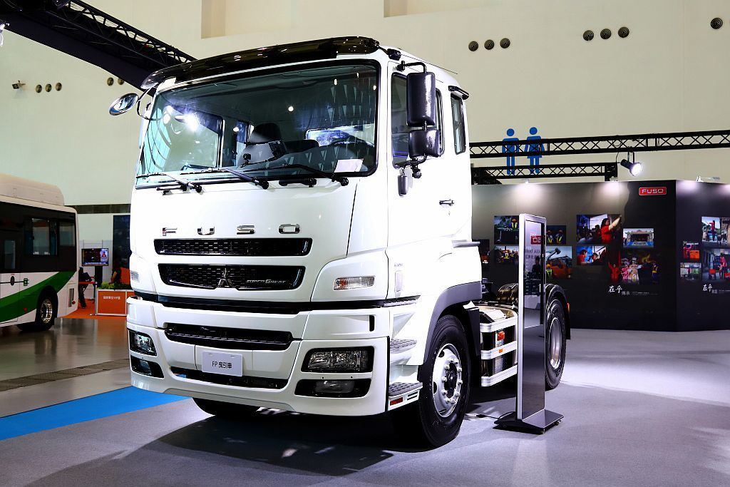 FUSO Super Great搭載BlueTec共軌柴油引擎(OM457),具...