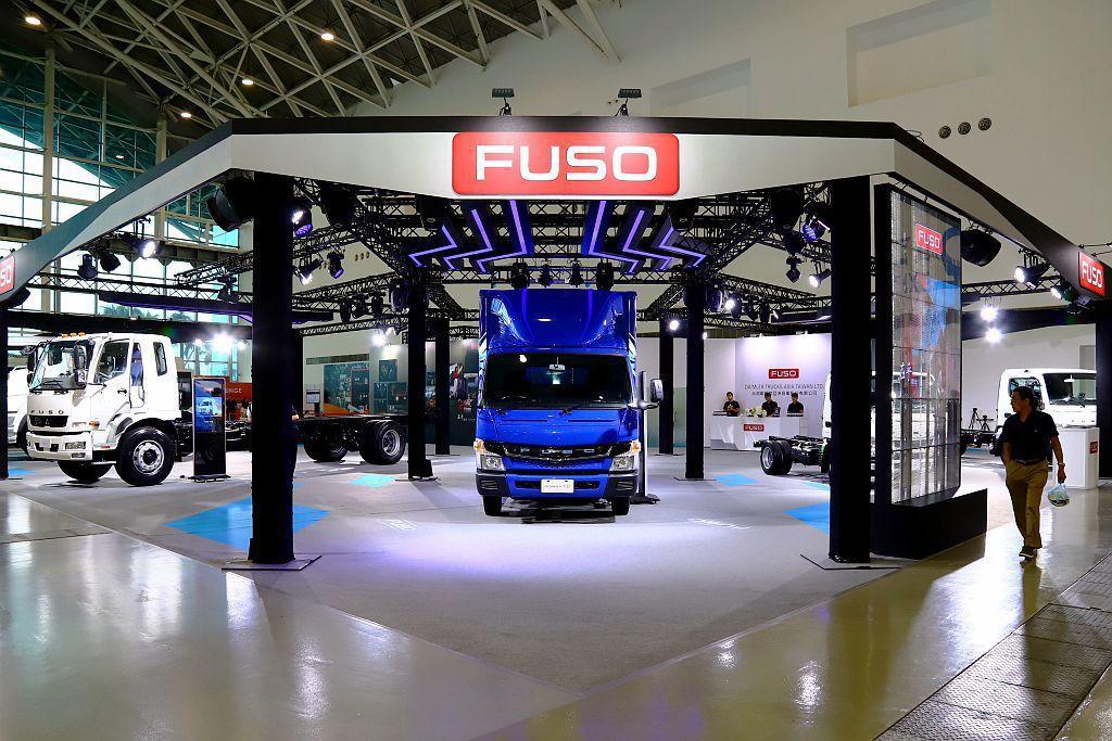 台灣戴姆勒亞洲商車股份有限公司在這屆「2019商業車博覽會」有許多亮點。 記者張...