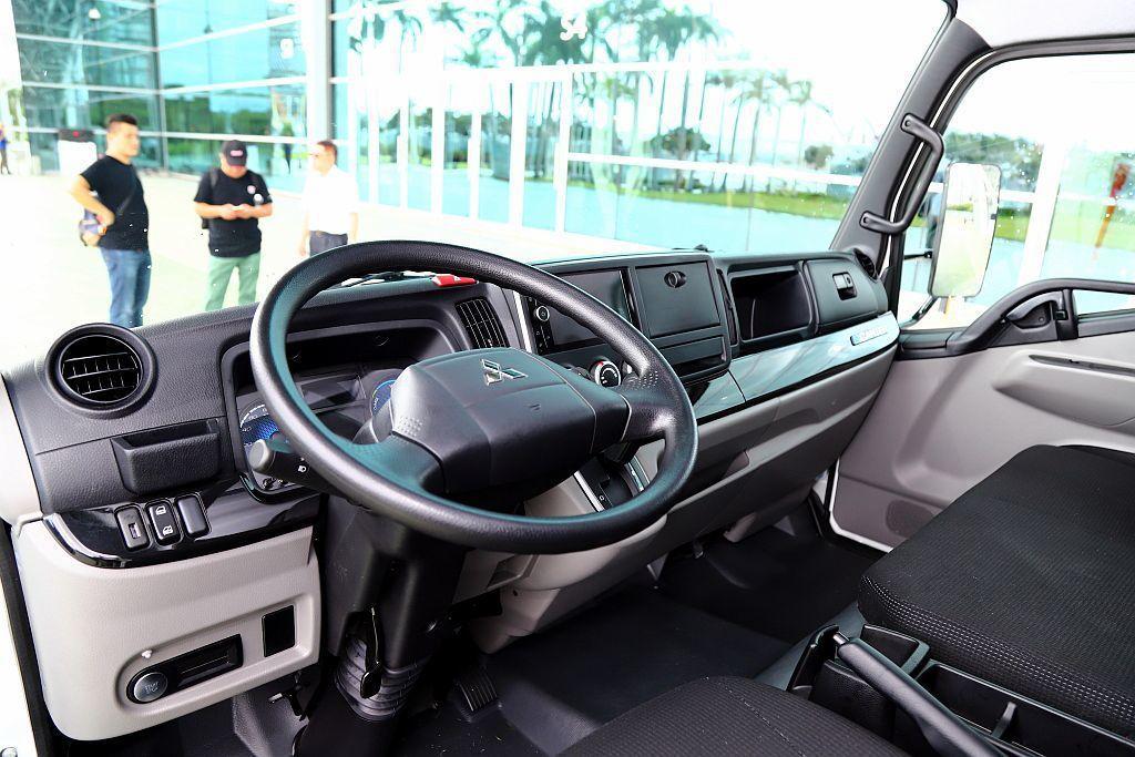 以駕駛實用導向所設計的內裝中,無論是舒適座椅、Push Start啟動鍵、12吋...