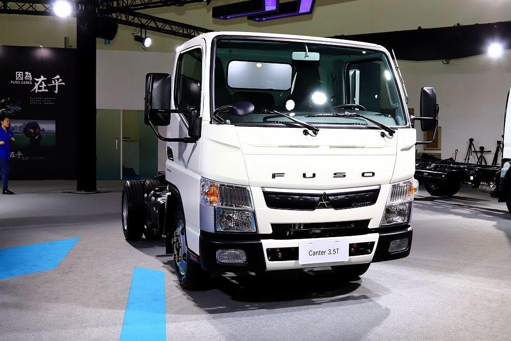 FUSO Canter車系,是業界首創全球首輛配備DUONIC濕式雙離合器六速自...