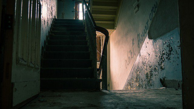 美國新澤西州一場睡衣派對,一名16歲少年在地下室強暴了另一位少女。案件呈報到家事...