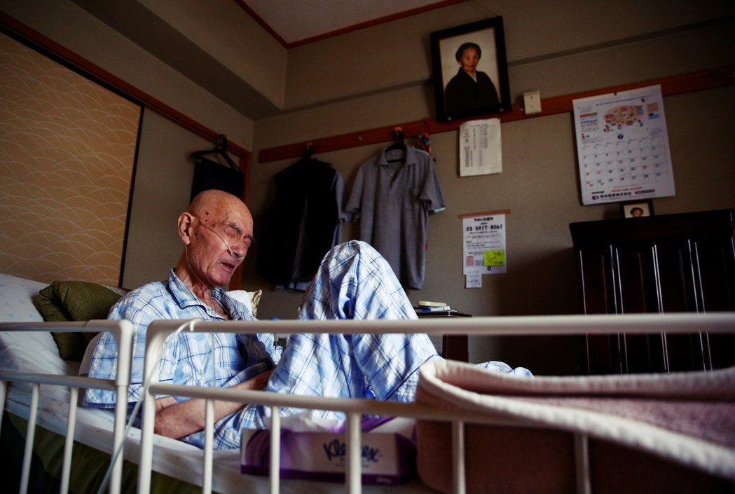 若要充分支應晚年生活費,日本每對夫婦除年金之外,需要再存約2,000萬日圓(約新...