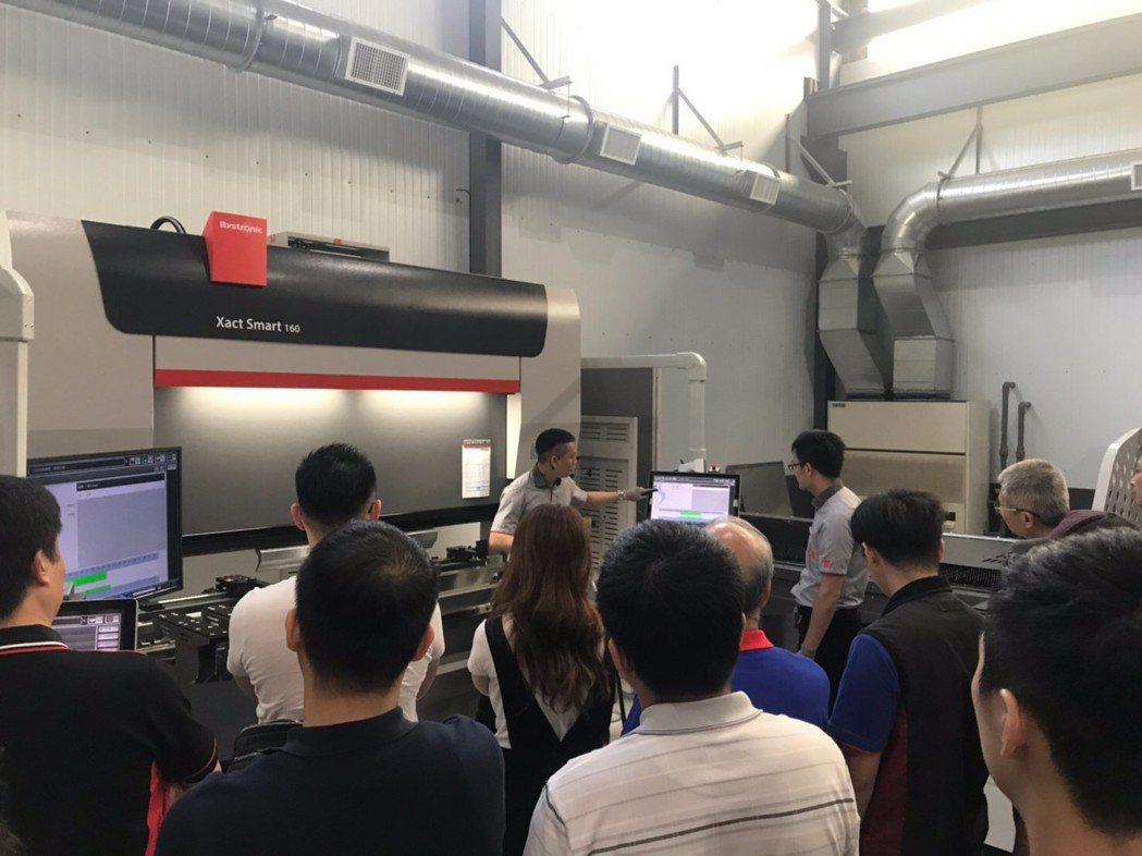 現場也展示Xact折彎機,吸引眾多業界參觀。 業者/提供