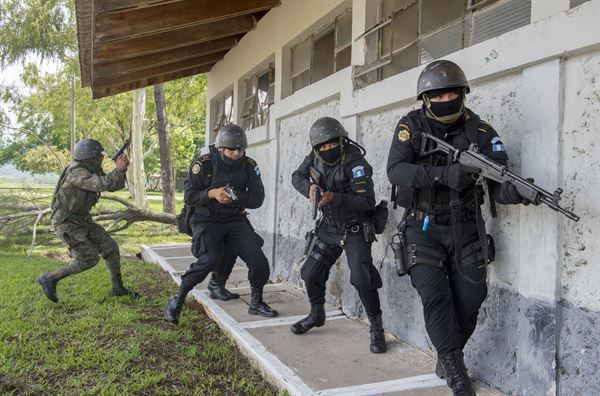 巴西里約州打擊犯罪,州長不惜堅持強力掃蕩政策。(Photo by 美軍南方指揮部...
