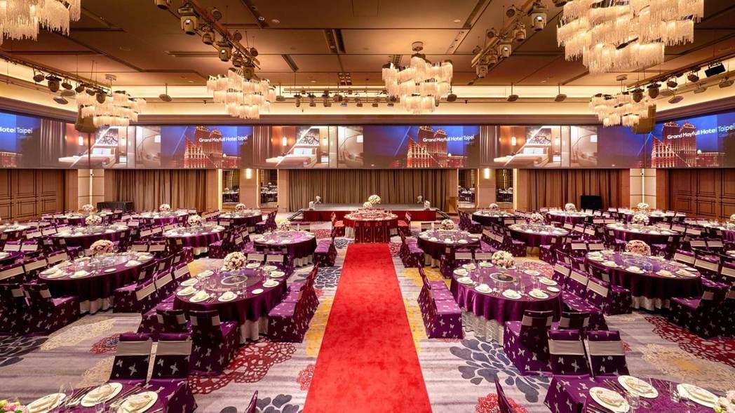 台北美福大飯店宴會廳佔地超過百坪,空間偌大,讓小朋友可以盡情的奔跑玩耍。美福飯店...