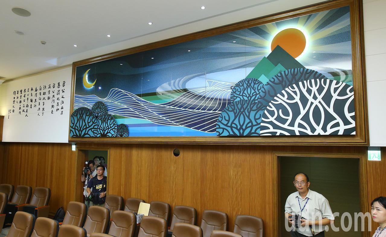 鶯歌陶瓷為基底的作品,蘊含多種司法意象。本報資料照片