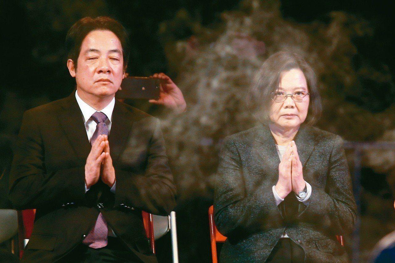 獨派期待蔡英文總統(右)與行政院前院長賴清德(左)搭擋參選。圖/本報系資料照片