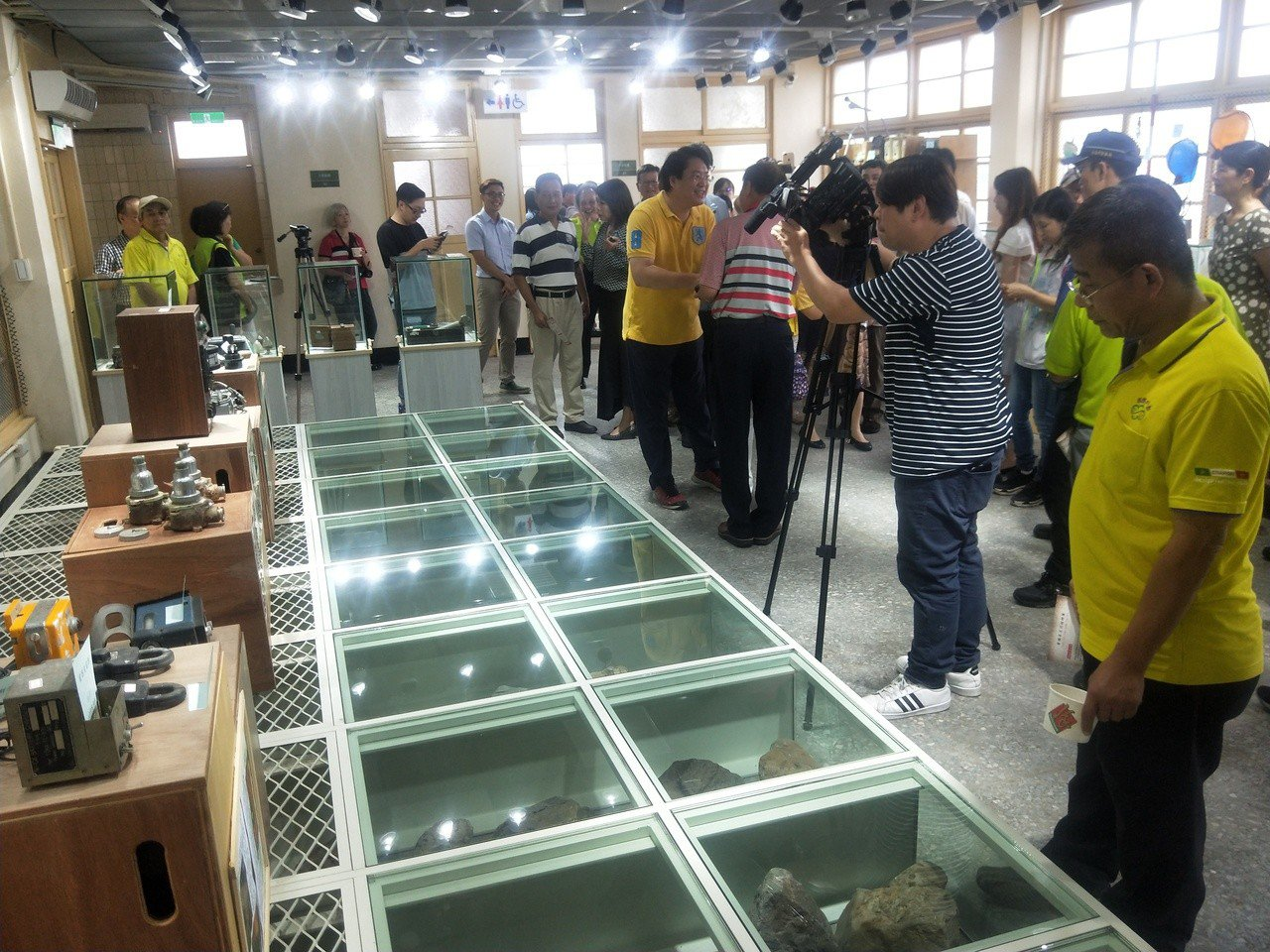 基隆「黃蠟石文化館」今天正式啟用,是全台獨有,展示很多來自基隆河的黃蠟石,十分珍...