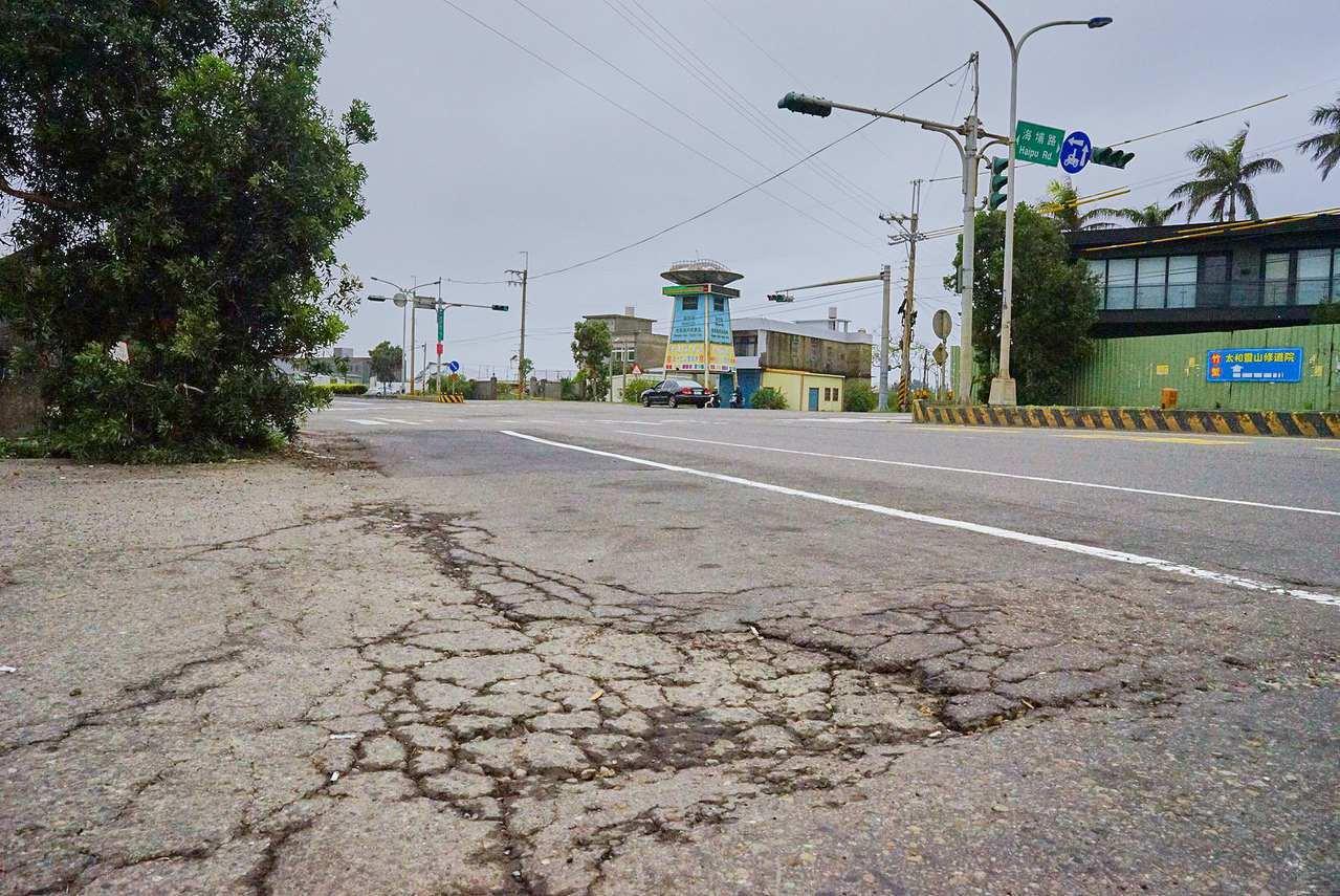 省道台15線新竹段路面破損坑洞多,公路總局22日起全面刨除重鋪。圖/新竹市府提供