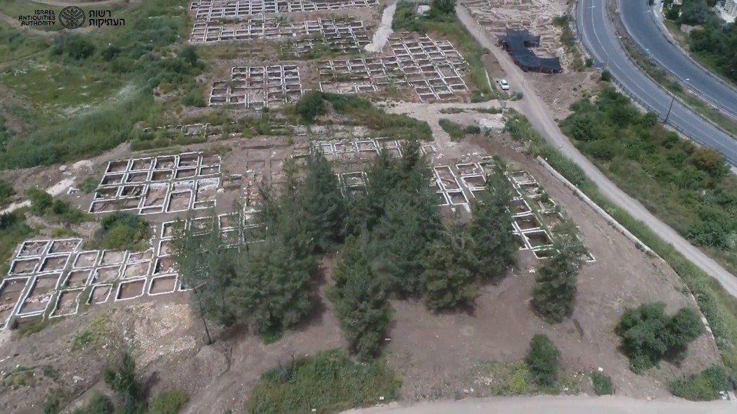 以色列文物局在為新高速公路進行探勘時,意外在漠薩(Motza)地區發現了新石器時...