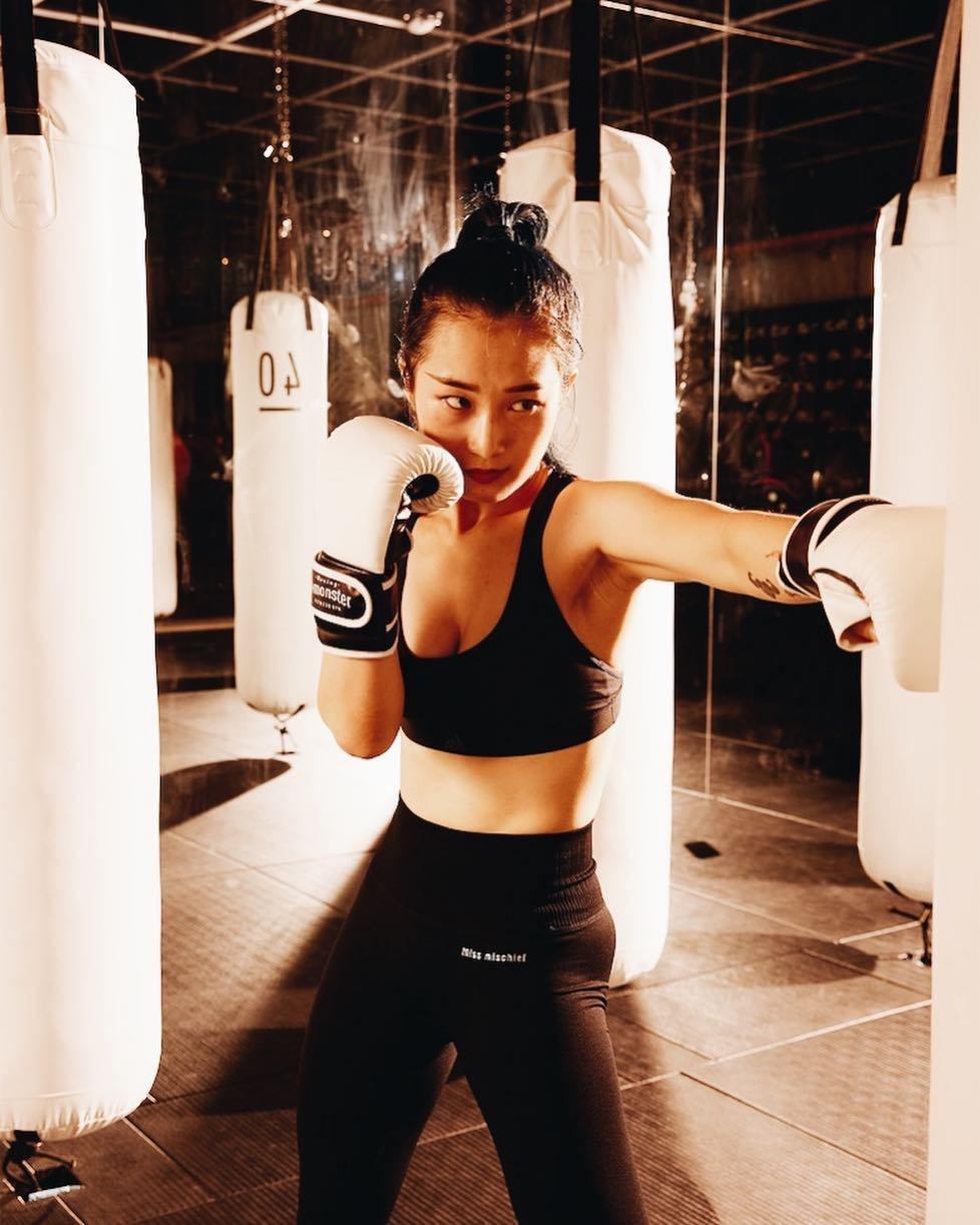 喜歡曬健身的好身材,是型男型女們表現自信的方式。圖/摘自IG:b_monster...
