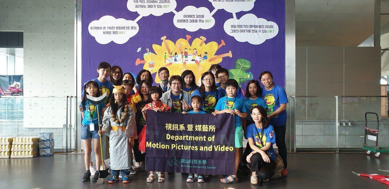崑大師生帶學童拍短《藝閣西遊記》參加國際影展 。圖/學生提供