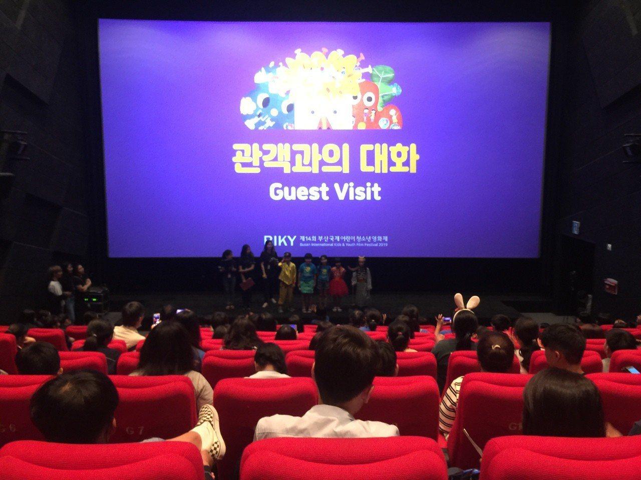 崑大師生帶學童拍短《藝閣西遊記》 參加南韓影展 。圖/學生提供